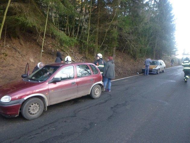 Tři auta vsobě a jeden zraněný člověk.