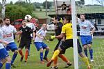 BOJOVNOST A SNAHU fotbalistům Rovenska a Sedmihorek v derby upřít nešlo. Góly ale zajímavý zápas nepřinesl.