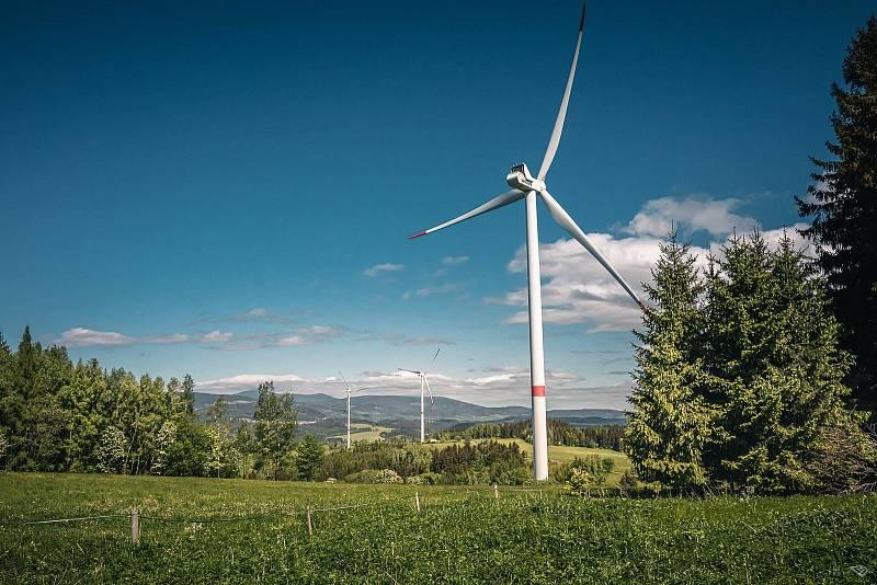 Větrné elektrárny ve Zlaté Olešnici na Trutnovsku.
