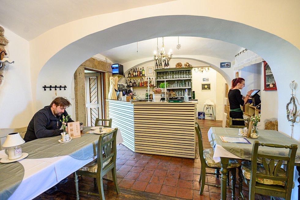 Restaurace ve Dvoře Králové nad Labem byly v pondělí 31. května poprvé otevřené uvnitř.