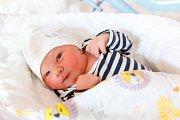 JAKUB MOULIS se narodil 24. října ve 2.02 hodin rodičům Šárce a Lukášovi. Vážil 3,81 kg a měřil 51 cm. Rodina bydlí v Hostinném.