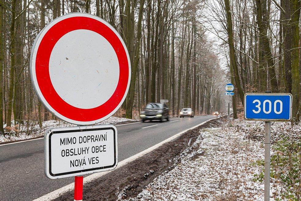 Od pondělí 2. března je uzavřena kvůli rekonstrukci Krkonošská ulice ve Dvoře Králové nad Labem v úseku od čerpací stanice směrem na Kocbeře. Objízdná trasa vede přes Choustníkovo Hradiště.