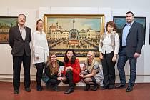 V Muzeu Podkrkonoší je výstava děl, které ztvárňují město.