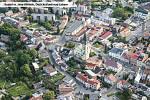 Kostel ve Dvoře Králové nad Labem na leteckém snímku.