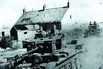 Čeští vojáci v tancích Cromwell u Dunkerque