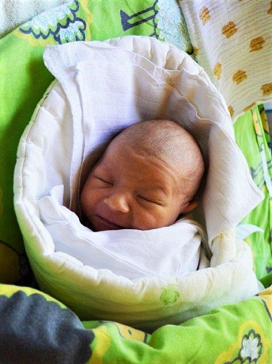 Daniel Hudeček se narodil 19. června 2020 v 8.25 hodin rodičům Karolíně a Marcelovi. Vážil 3,38 kg a měřil 50 cm. Rodina je ze Svobody nad Úpou.
