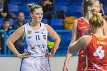 Napínavé utkání 11. kola RENOMIA ŽBL basketbalistek v Trutnově vyhrála Slavia Praha 67:62.