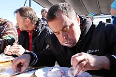 Maxijedlík Jaroslav Němec z Bystrého u Poličky vyhrál soutěž o největšího jedlíka borůvkových knedlíků v Malé Úpě. Den před tím zvítězil v Děbolíně u Jindřichova Hradce, kde závodil v pojídání párků.