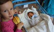 JAN MALINA se narodil 19. března ve 20.38 hodin Kamile a Romanovi. Vážil 3,01 kilogramu a měřil 48 centimetrů. Doma v Trutnově bydlí i se sestřičkou Elenkou.