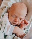 MIKULÁŠ ŘÍHA se narodil 9. dubna v 10.46 hodin Mirce a Štěpánovi. Vážil 2,84 kilogramu a měřil 50 centimetrů. Doma v Roztokách u Jilemnice už čekají i sourozenci Štěpán a Eliška.
