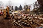 Součástí rekonstrukce areálu na Nivách je i bourání části stávajícího objektu.