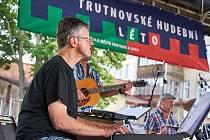 Fenomen Trutnovské hudební léto před Uffem je v plném proudu. Tento týden v něm s úspěchem zahrála i skupina Michal Tučný Revival.