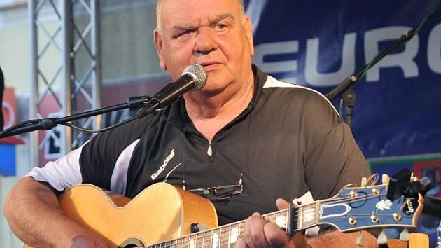 Písničkář František Nedvěd.