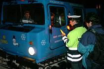 Policisté kontrolovali řidiče skútrů, roleb i osobních vozidel.