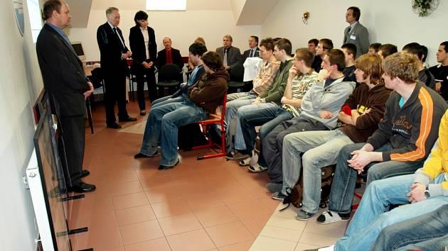 Zástupci firmy se sešli se studenty.