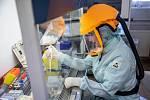 Laboratorní vyšetření na Covid-19 metodou PCR v trutnovské nemocnici.