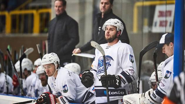 Trutnovští hokejisté už mohli slavit postup do play off. O definitivu ale přišli v poslední třetině.