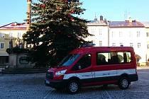 Nové auto hasičů z Hostinného.