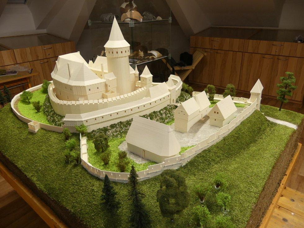 Na Vízmburku bude vystaven i 3D model. Zobrazuje pravděpodobnou podobu hradu krátce před jeho pobořením Slezany v roce 1447.