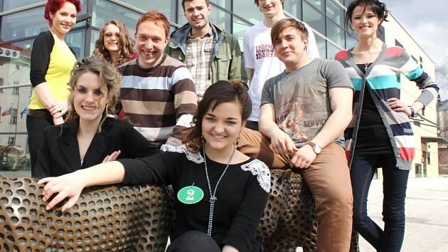 DOBRÁ PARTA. Účastníci každého ročníku pěvecké soutěže Česko zpívá si kromě zkušeností a cen odvážejí i nová přátelství.