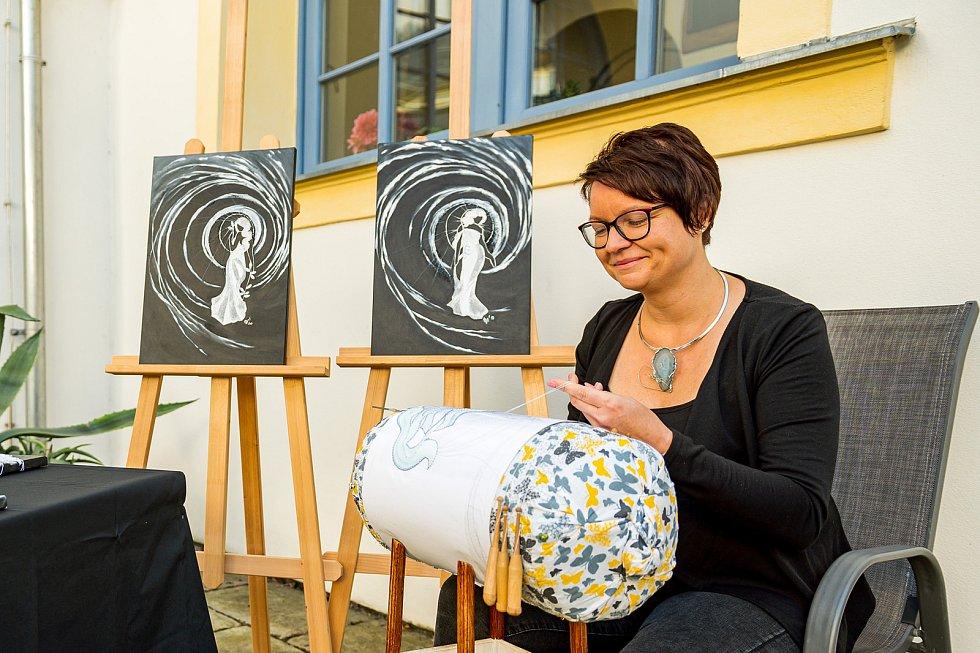 Krajkářka Lenka Špetlová Máslová z Hostinného získala titul mistr tradiční rukodělné výroby Královéhradeckého kraje.