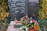 Setkání u hrobu profesora Jaroslava Procházky na městském hřbitově v Trutnově.