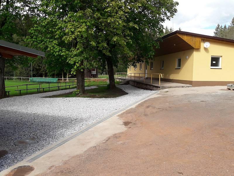 Nové zázemí fotbalového areálu v Dolní Kalné.