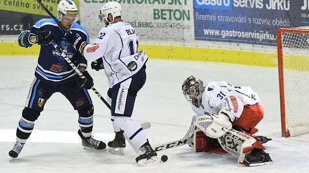 Dvougólový večer prožil vrchlabský útočník Pavel Mrňa potřetí v sezoně. Před Kolínem to odnesly Ústí a Šumperk.