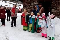 Také na horách se lidé zapojili do celonárodní tříkrálové sbírky, sešli se u Erlebachovy boudy.