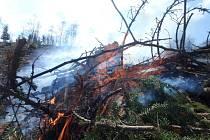 Trutnovští hasiči bojovali s ohněm u polských sousedů.