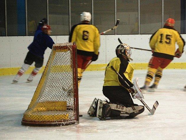 Ve 4. kole regionálního Okresního přeboru – Lomnické hokejové ligy porazil Sokol Rovensko B 7:0 HC Mírová.