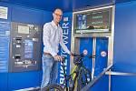 Martin Jiránek u nové trutnovské cyklověže.