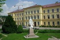 Gymnázium a SOŠ Hostinné se spojí s vrchlabským gymnáziem