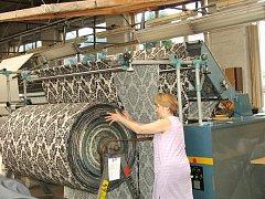 Tiba Zálabí bývala výstavní fabrikou tuzemského textilu. Po jejím krachu však nový majitel královédvorský areál srovnal se zemí. Nyní hledá jeho nové využití.