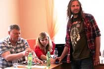 Martin Věchet na jednání zastupitelstva v Mladých Bukách