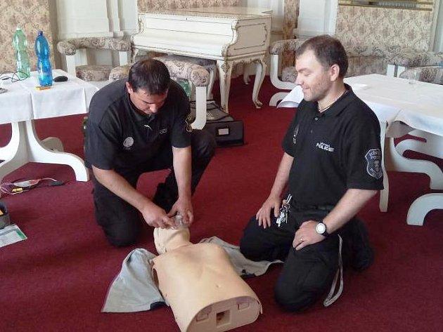 Z dvorských městských strážníků jsou vyškolení First respondeři