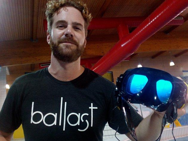 Virtuální atrakci přijel představit do krkonošského horského střediska Američan Stephen Greenwood, spoluzakladatel a majitel společnosti Ballast ze San Franciska.