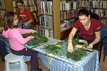 Den pro dětskou knihu v knihovně Slavoj ve Dvoře Králové - adventní věnce