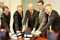 Podpis smlouvy - další etapa dlouholetých příprav výstavby turnovské Maškovy zahrady.