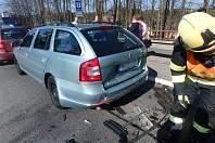 Bouračka tří automobilů se obešla bez zranění.