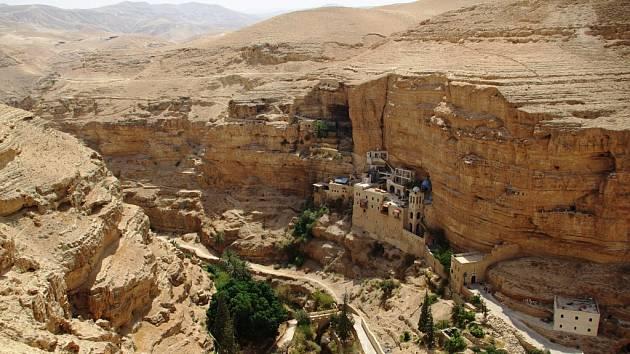Řecký pravoslavný klášter svatého Jiří ve vádí Kelt poblíž Jericha. Místo prozatím dostupné z izraelské i palestinské strany.