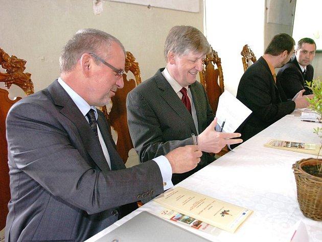 Po mnoha letech se barokní areál bývalého hospitalu hraběte Františka Antonína Šporka dočká výrazné opravy. Pomůže tomu projekt Kuks – Granátové jablko Národního památkového ústavu (NPÚ). Během let 2010 až 2014 tu bude proinvestováno 453 milionů korun.