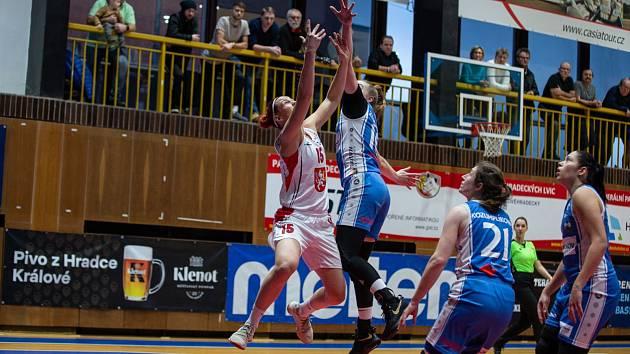 RENOMIA ŽBL basketbalistek - 18. kolo: Sokol Hradec Králové - BK Loko Trutnov 90:46.