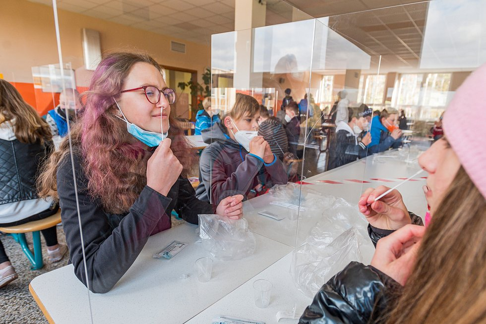 V pondělí 3. května nastoupili do školy i žáci 2. stupně ZŠ R. Frimla v Trutnově.