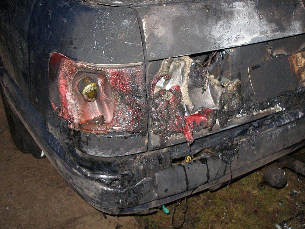 Požár auta ve Dvoře Králové