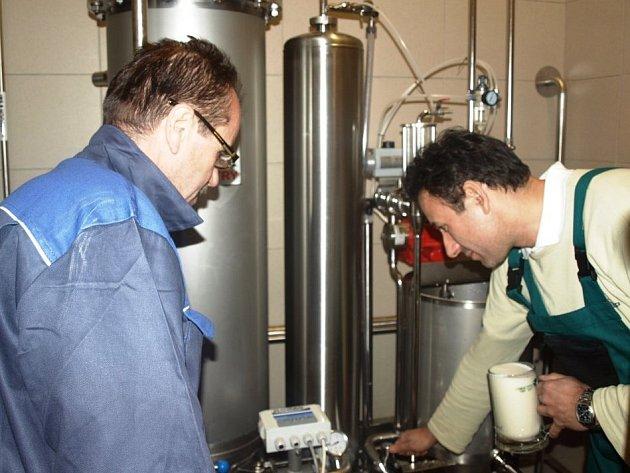 Filtrování nového piva Tambor