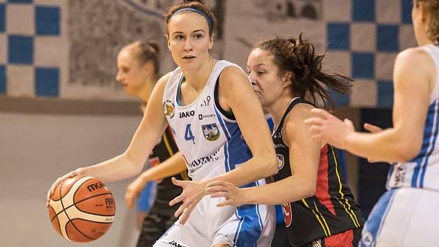 Čtvrtfinále Českého poháru basketbalistek: BK Loko Trutnov - Sokol Hradec Králové 63:120.