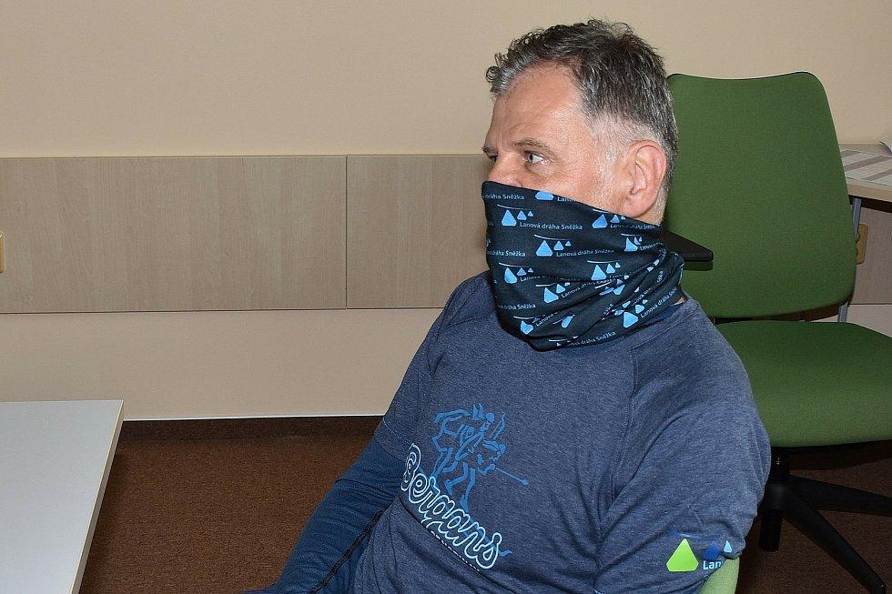 Jiří Špetla rezignoval na post starosty Svobody nad Úpou, který vykonával od roku 2010. Od 1. dubna pracuje na lanové dráze v Peci pod Sněžkou jako zástupce vedoucího provozu.