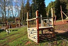 V Dolcích vyrostlo nové dětské hřiště.