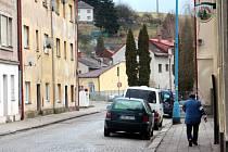 POHLEDY DO ULIC Úpice často nepatří na obálku pohlednic. Podle policie se ale městu alespoň podařilo utlumit bující kriminalitu a lidé se v bývalé továrnické baště pohybují bezpečněji.